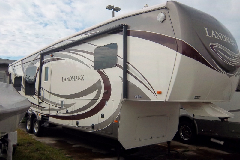 Detailing An RV In Palm Harbor -> On Location